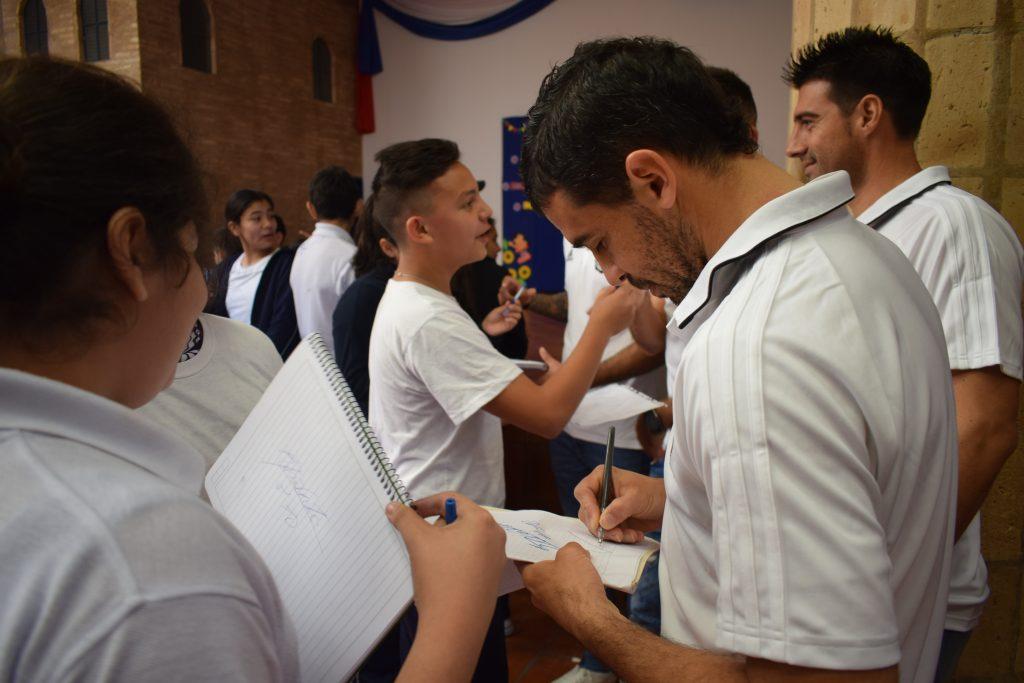 Julián Benítez y Julio Cáceres, compartiendo en una de las visitas a la Fundación San Rafael